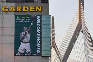 FOR Business. Boston, MA 12/28/2011 The TD Garden displays a Welcome Home sign for the Boston Celtics along Causeway St. in Boston, MA on Wednesday, December 28, 2011. (Yoon S. Byun/Globe Staff) Section: Business Slug: 28workers Reporter: diaz LOID: 5.0.714590358